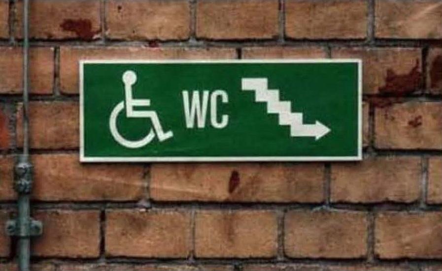 I marciapiedi dovrebbero progettarli i disabili - Cartelli divertenti bagno ...