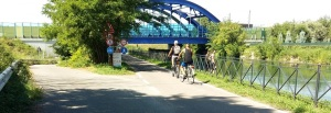 Trentino o Lombardia, poco da fare, i ciclisti della segnaletica se ne fregano…