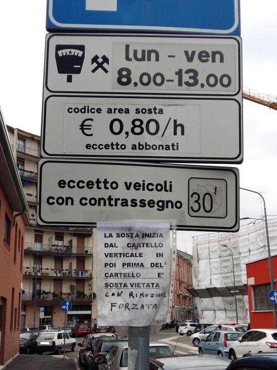 Automobilista, se non capisci la segnaletica, te la spiego meglio…